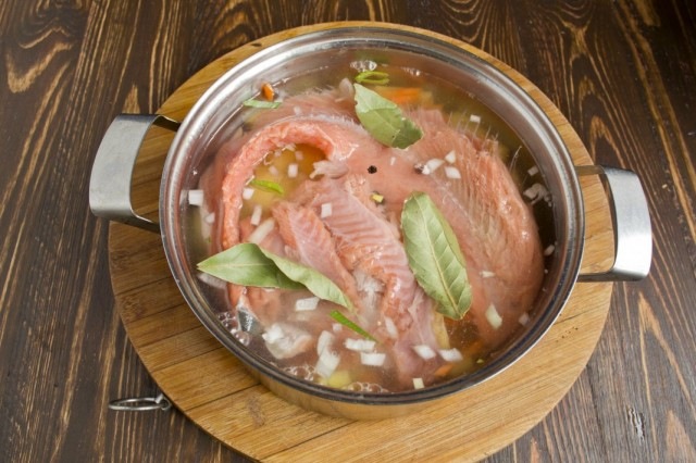 Добавляем в суп рыбу