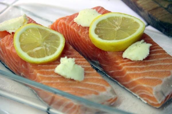 выложить лосось