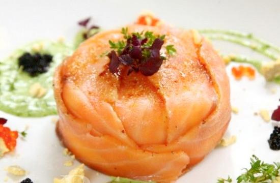 Салат со слабосоленой семгой порционный